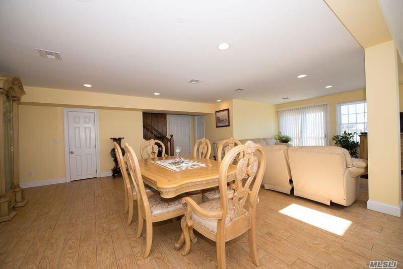 Photo of home for sale at 170 Clocks Blvd, Massapequa NY