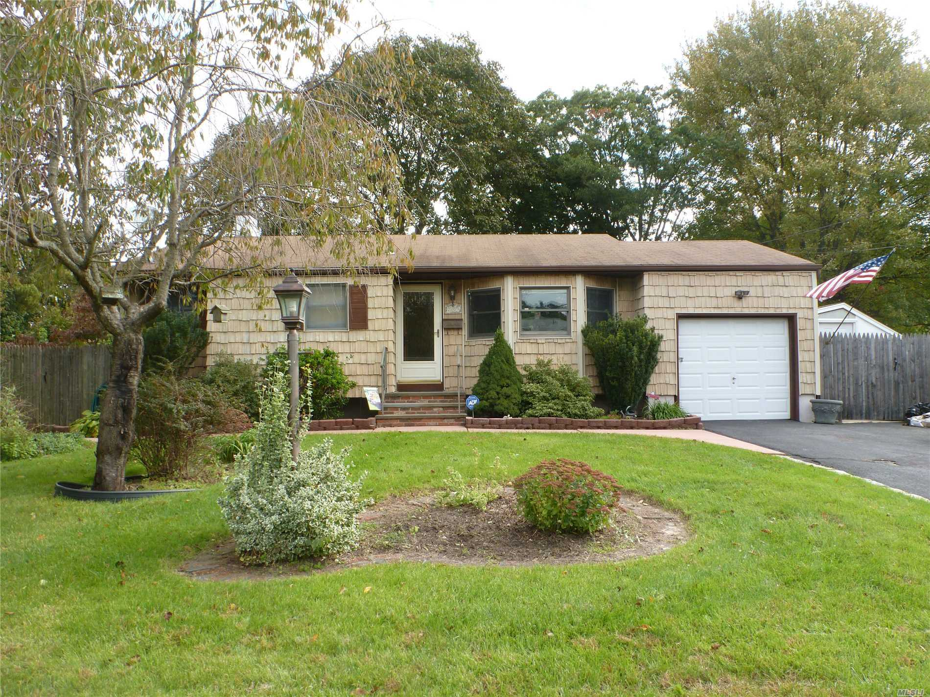 Photo of home for sale at 2809 Watchill Ave, Medford NY