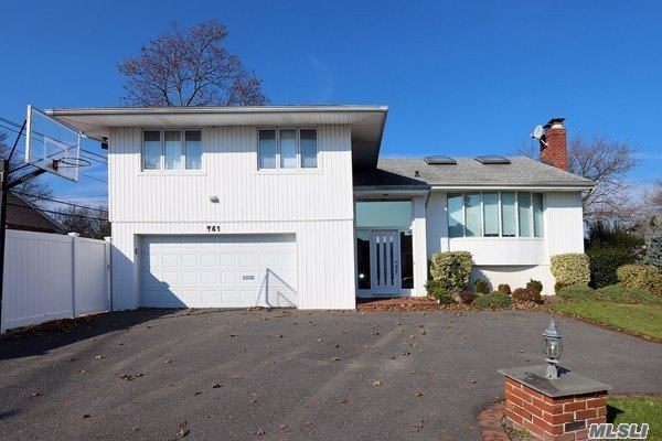 Property for sale at 781 Mulberry Pl, North Woodmere,  New York 11581