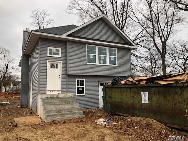 Photo of home for sale at 35 8th Ave, Huntington Sta NY