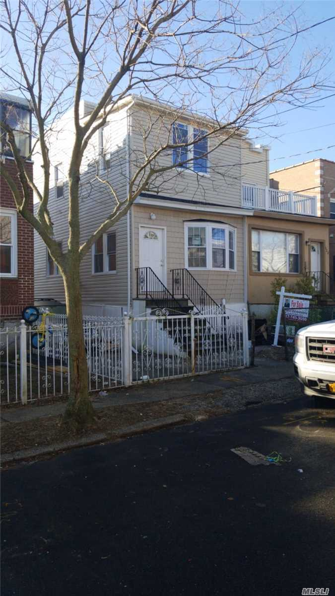 Photo of home for sale at 820 Meehan Ave, Far Rockaway NY