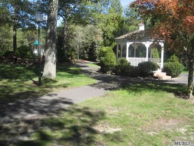 Property for sale at 10 Glen Hollow Dr Unit C23, Holtsville,  New York 11742