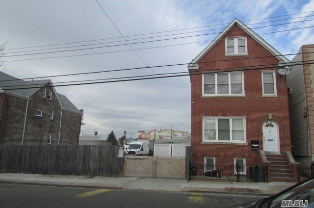 Photo of home for sale at 59-43 56 Rd, Maspeth NY