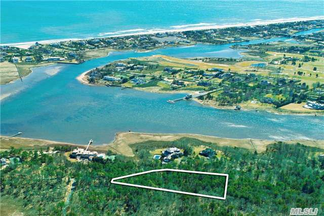 Photo of home for sale at 27 Second Neck Ln, Quogue NY