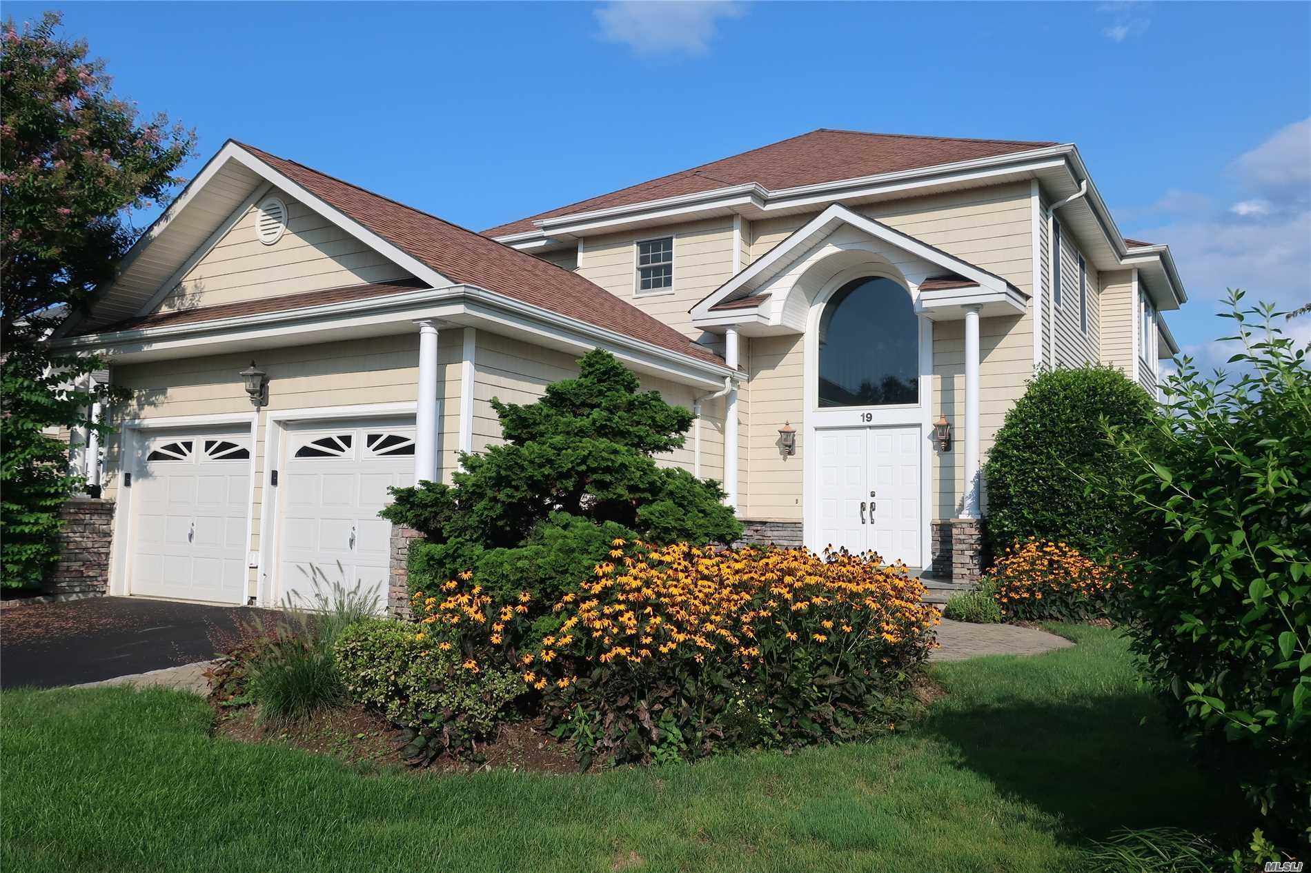 Property for sale at 19 Redan Dr, Smithtown,  NY 11787