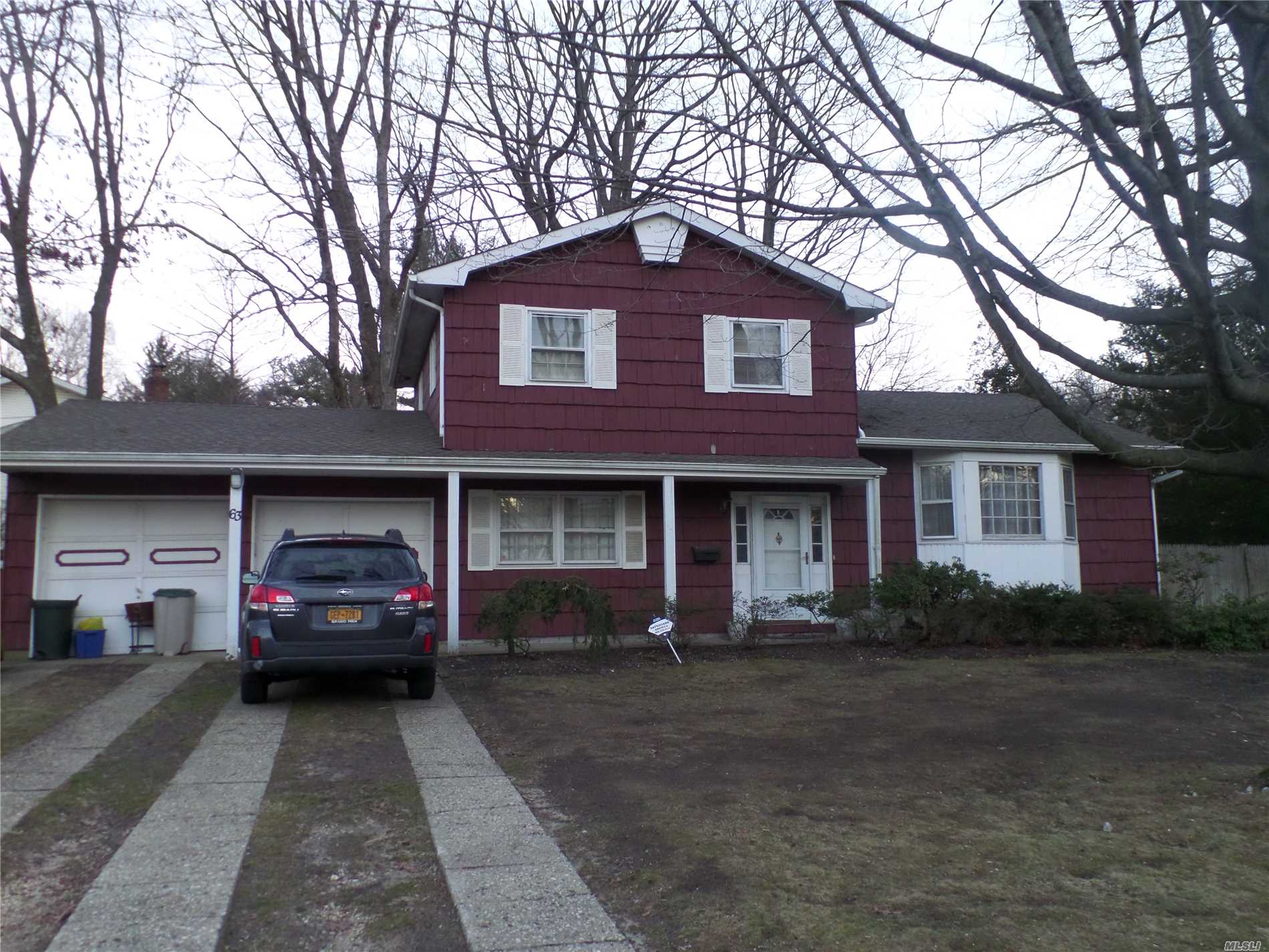 Photo of home for sale at 63 Willow St, Wheatley Heights NY