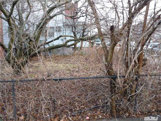 Photo of home for sale at 9307 Avenue M, Canarsie NY