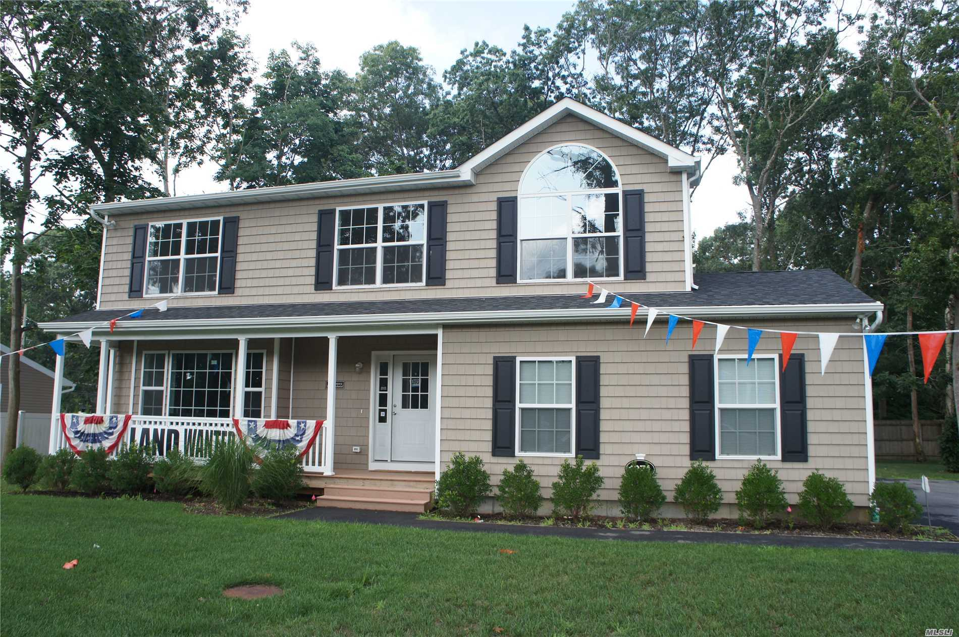 Photo of home for sale at 1371 William Floyd, Shirley NY