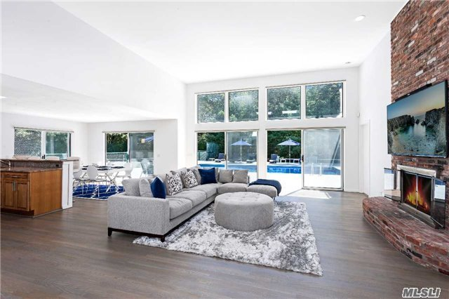 Photo of home for sale at 1 Whippoorwill Ct, East Quogue NY