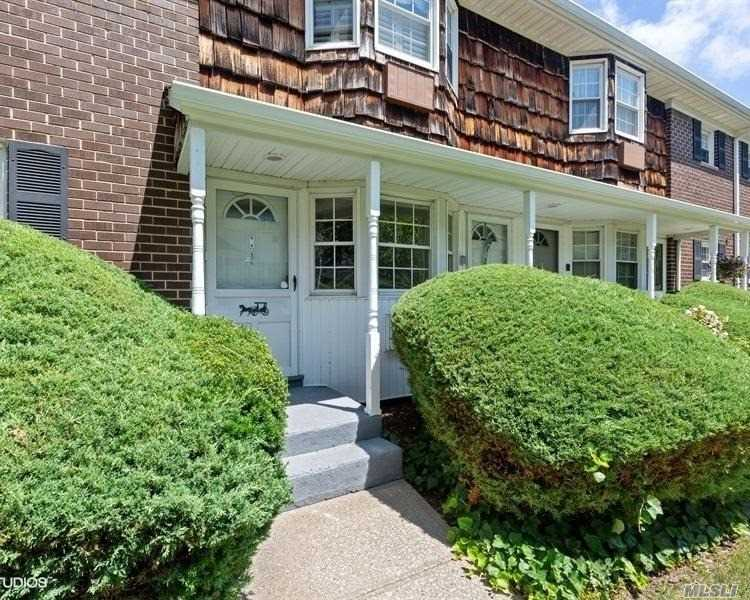 Property for sale at 4026 Wilshire Ln, Oakdale,  NY 11769