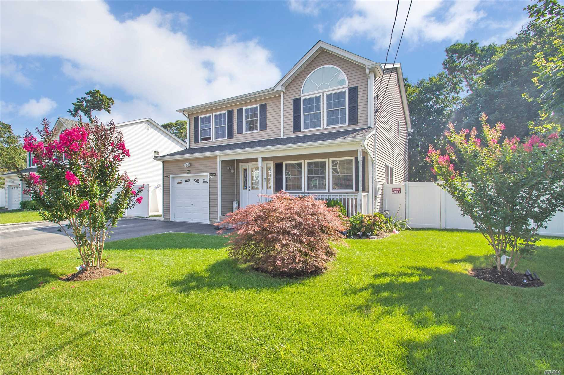 Photo of home for sale at 29A Maple St E, Massapequa NY