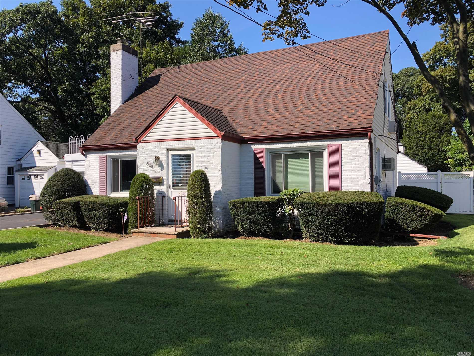 Photo of home for sale at 534 Adams Ave, West Hempstead NY