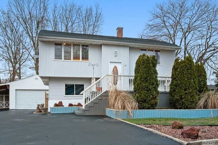 Photo of home for sale at 22 Salem Ln, Selden NY