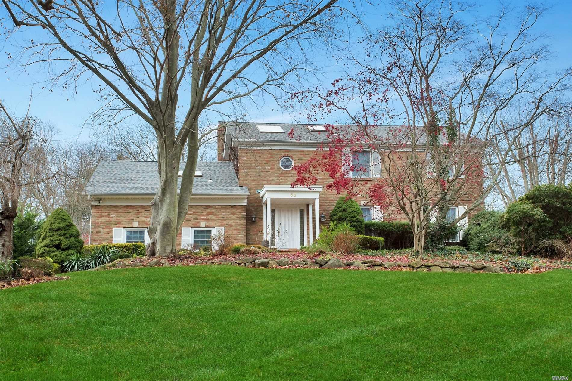 Photo of home for sale at 50 Rustic Gate Ln, Dix Hills NY