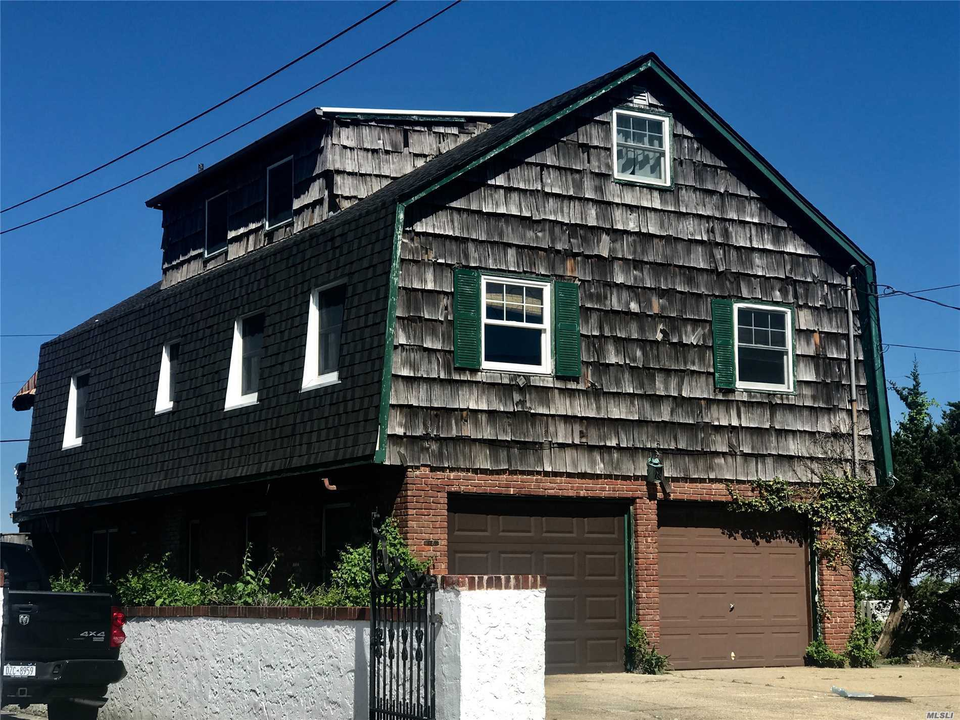 Photo of home for sale at 115 Parkside Dr, Point Lookout NY