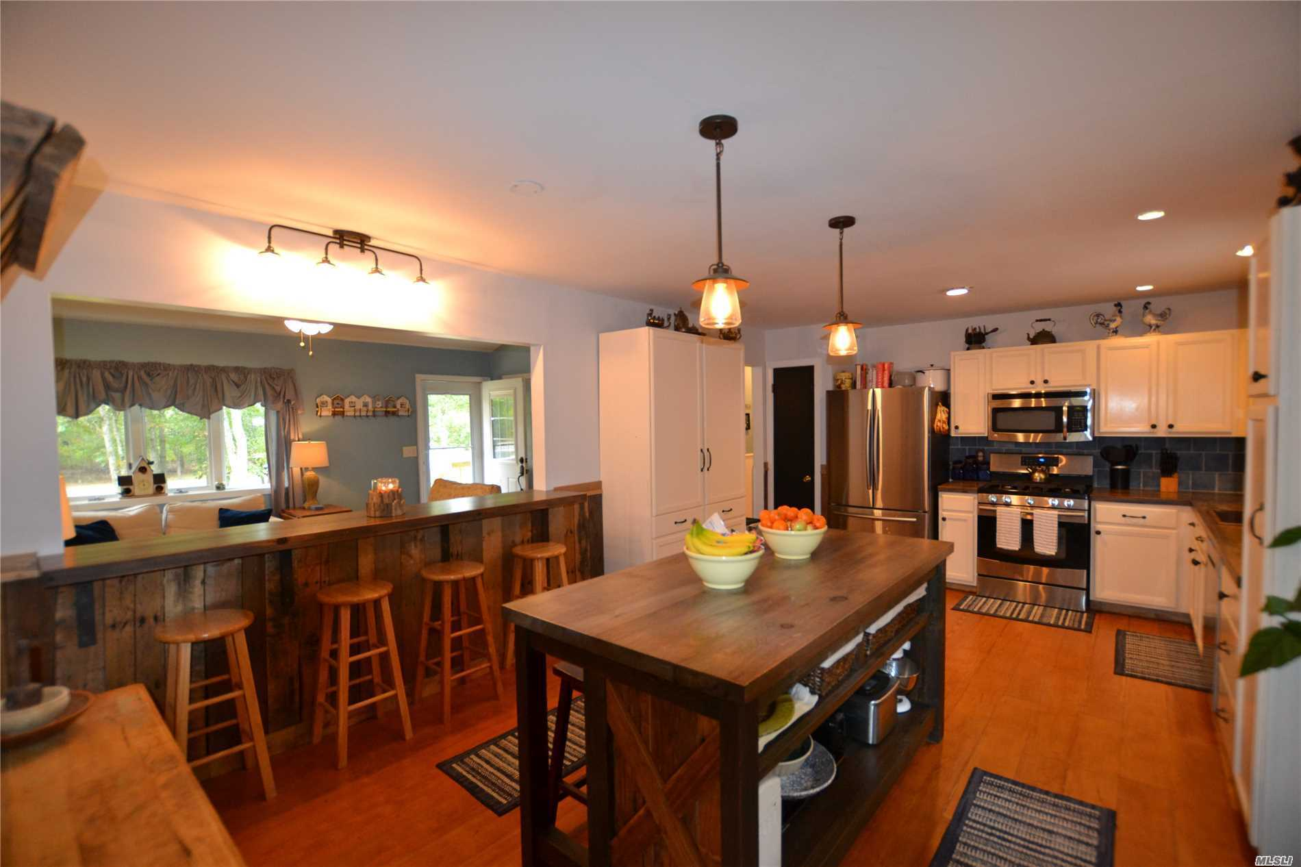 Photo of home for sale at 3 Emily Ct, Hampton Bays NY
