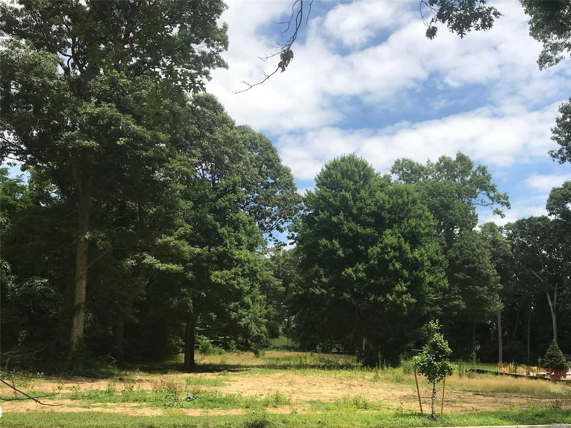 Photo of home for sale at Lot 13 Sleepy Hollow Ln, Dix Hills NY