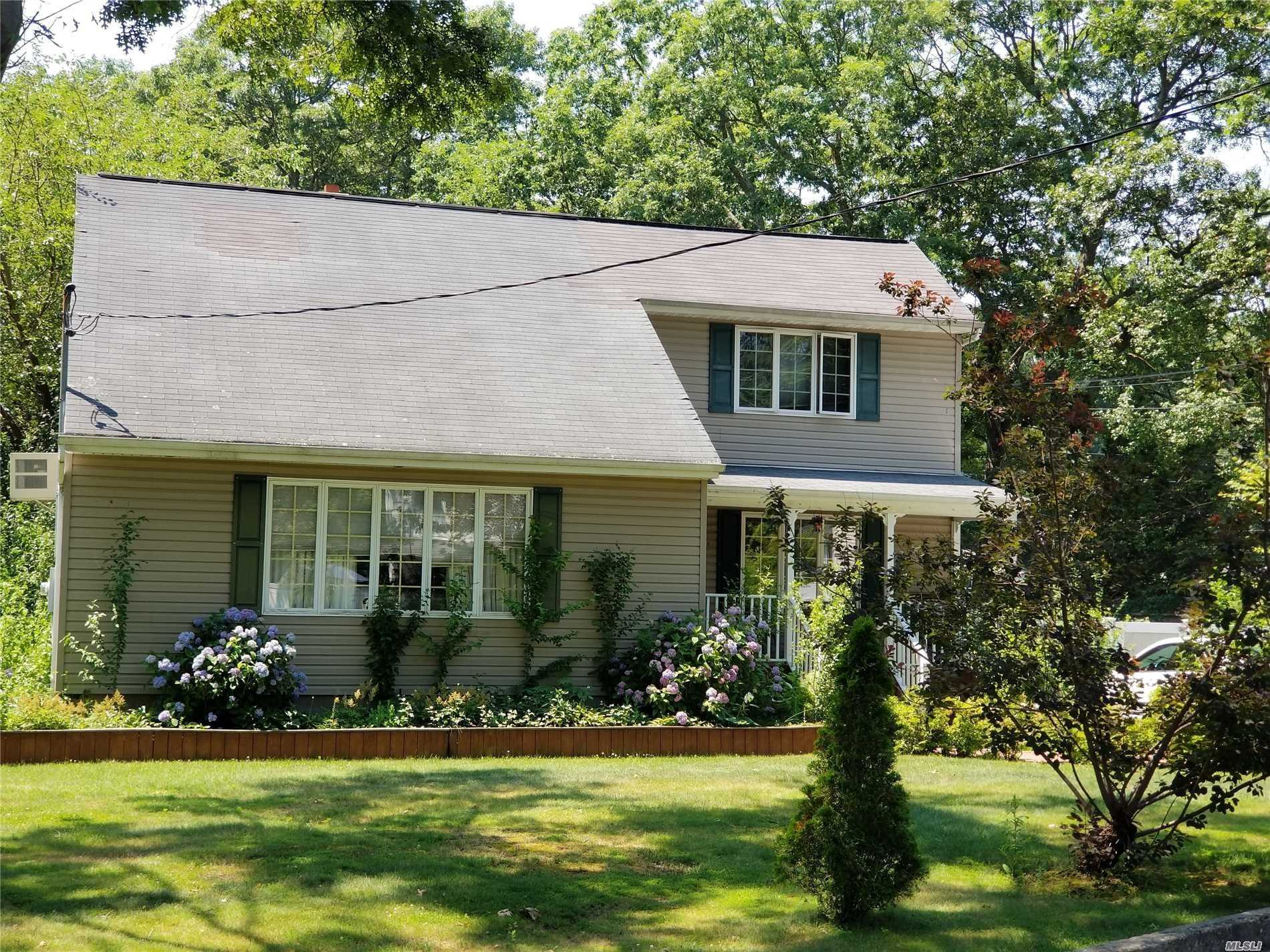 Photo of home for sale at 2 Miller Dr, Lake Grove NY
