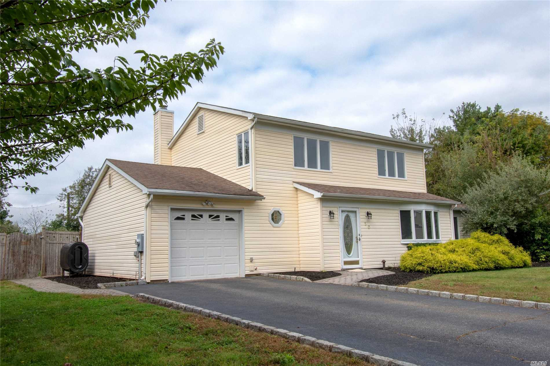 Photo of home for sale at 50 Imperial Dr, Miller Place NY