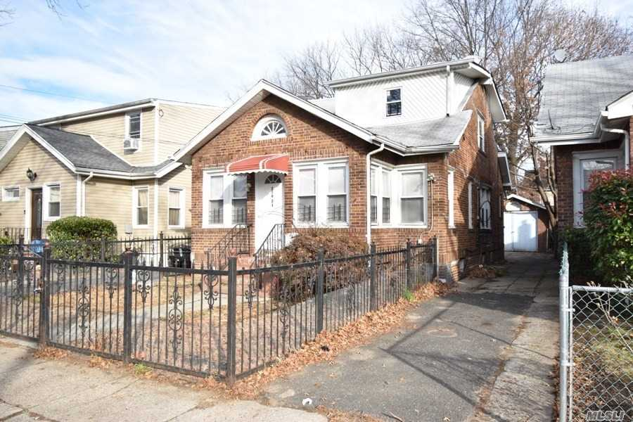 Photo of home for sale at 116-21 199th St, St. Albans NY