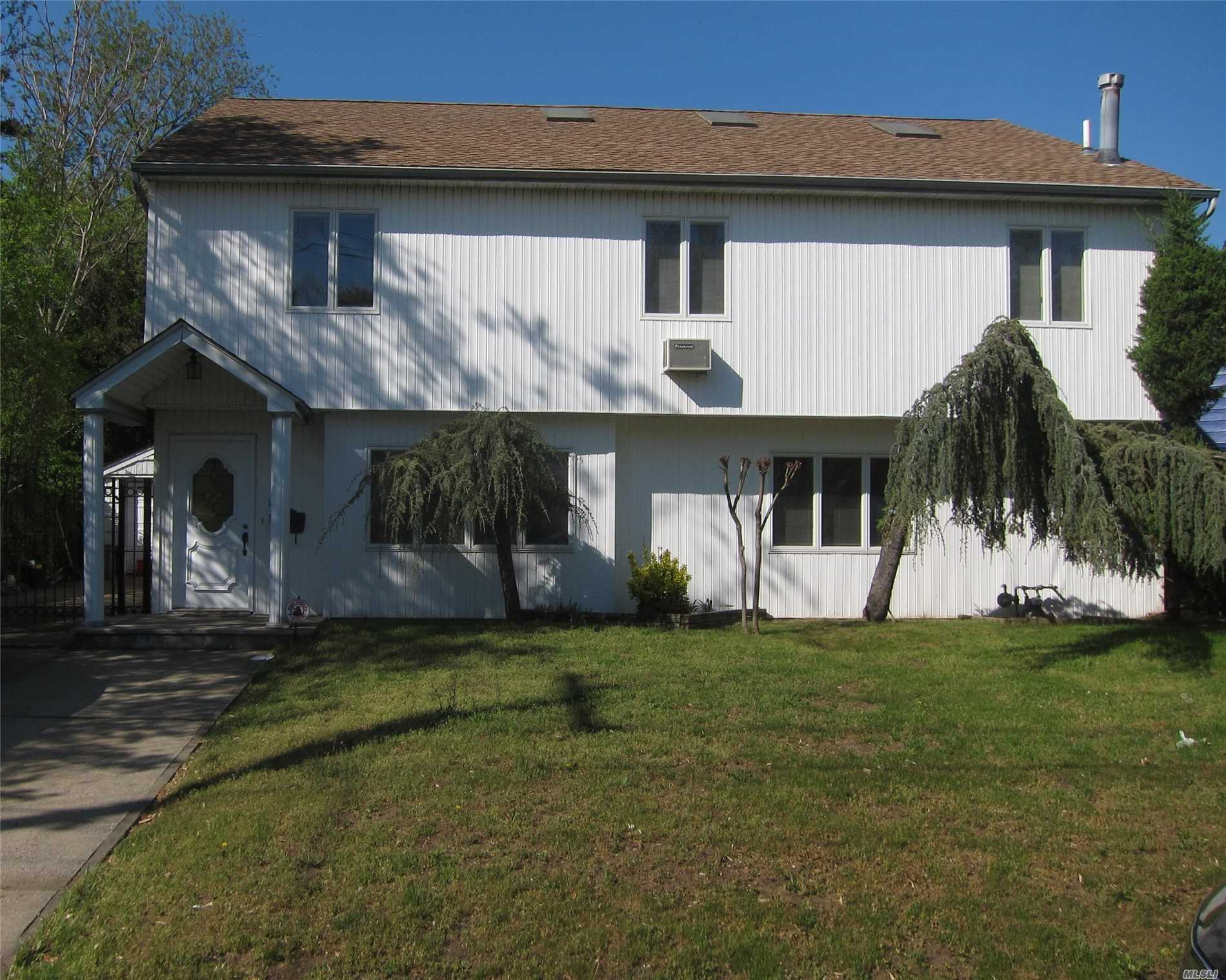 Photo of home for sale at 1272 Dutch Broadway, Valley Stream NY
