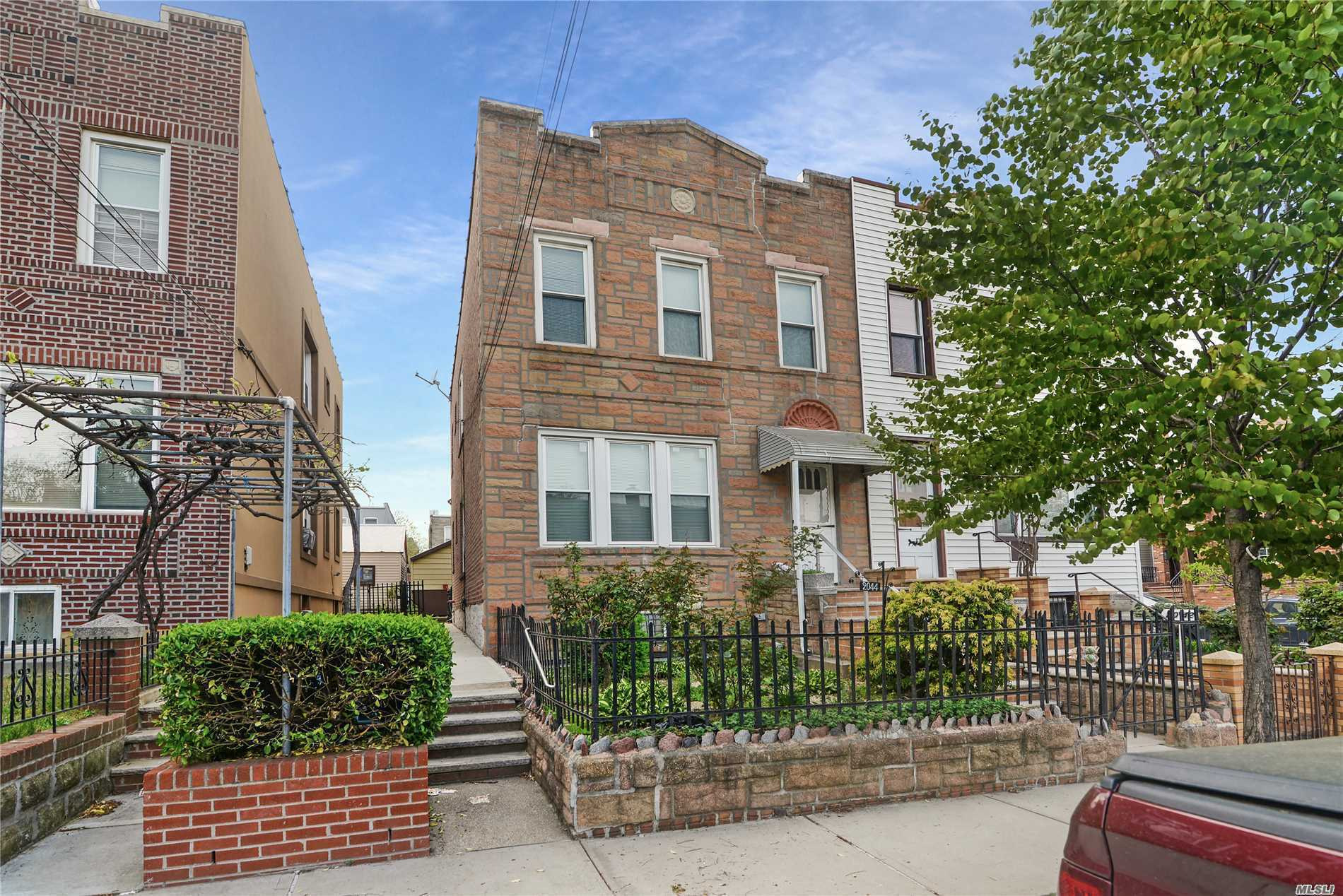Photo of home for sale at 20-44 46th St, Astoria NY
