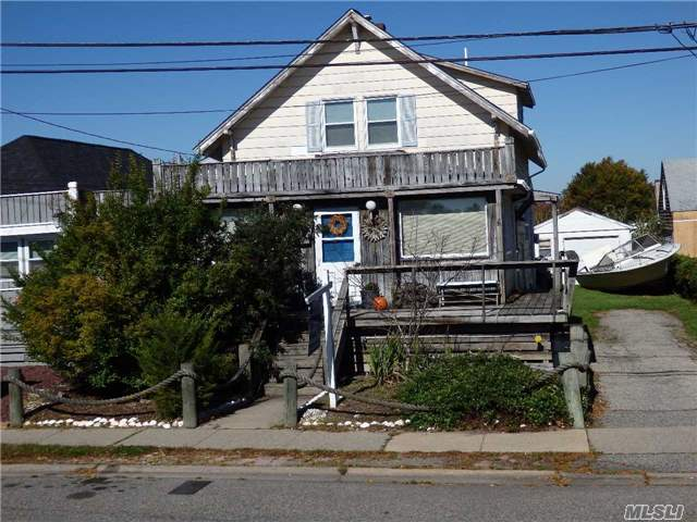 Photo of home for sale at 447 Fire Island Ave, Babylon NY