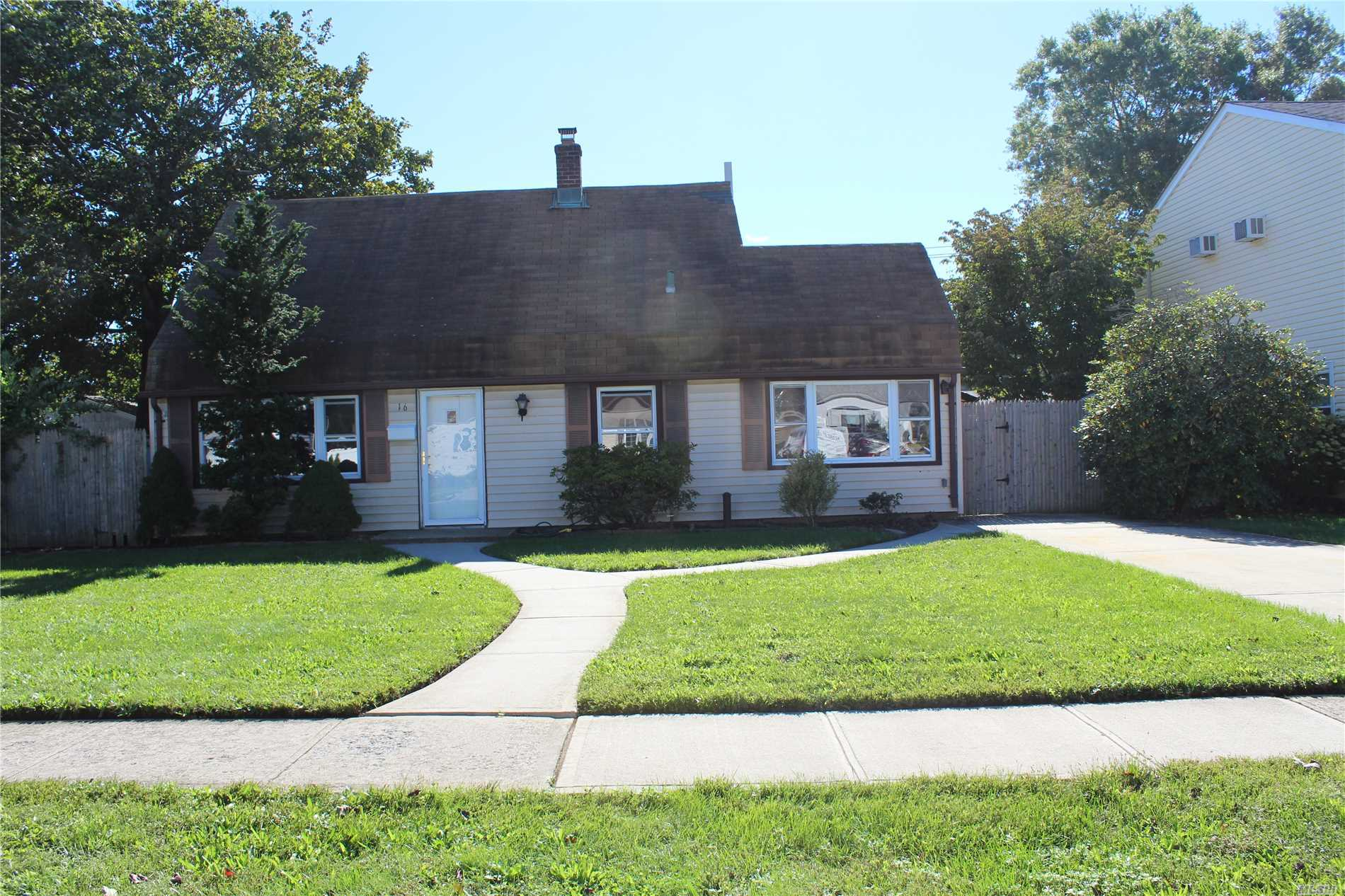Photo of home for sale at 16 Dogwood Ln, Levittown NY