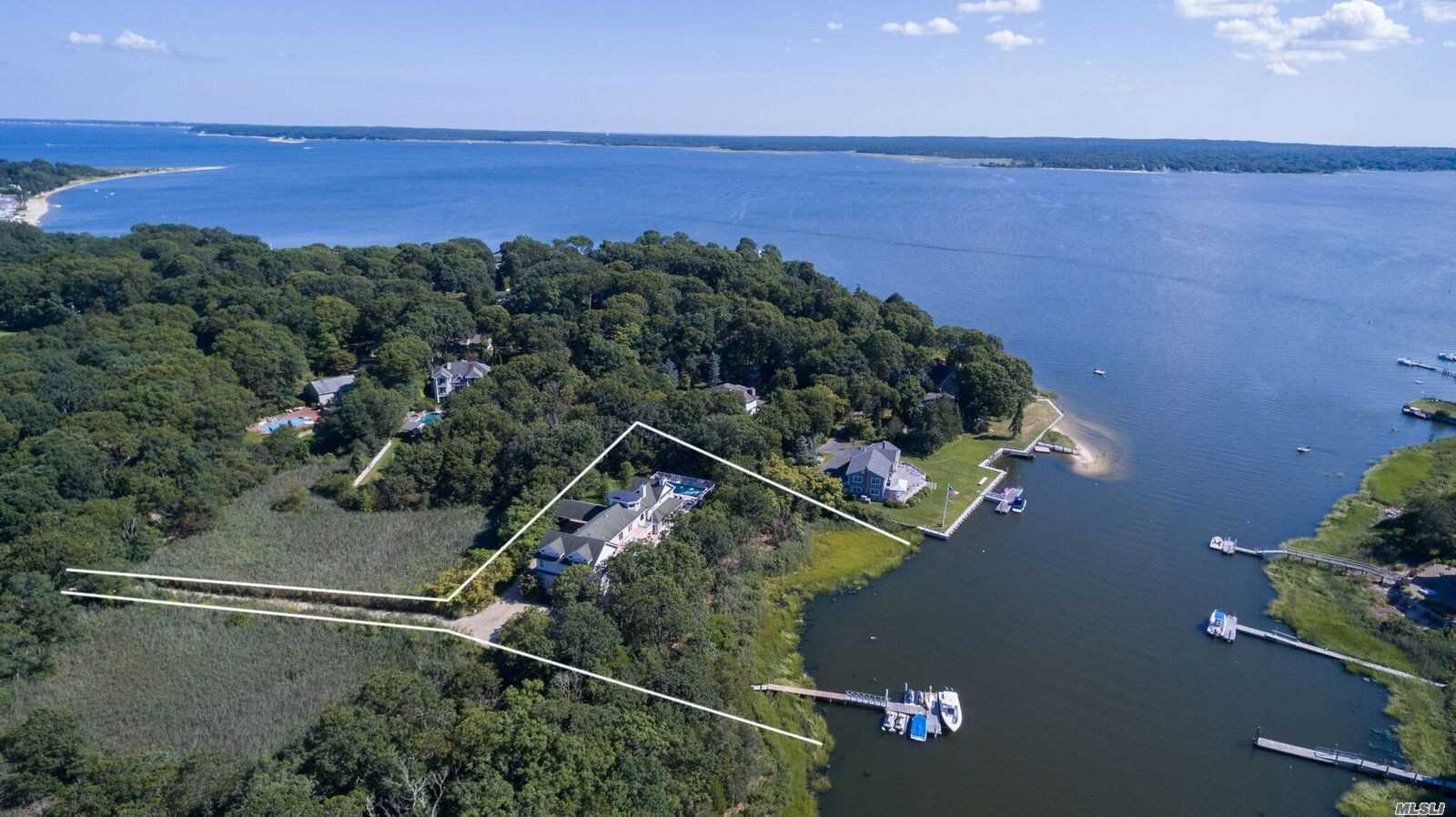 Photo of home for sale at 267 Peconic Bay Blvd, Aquebogue NY
