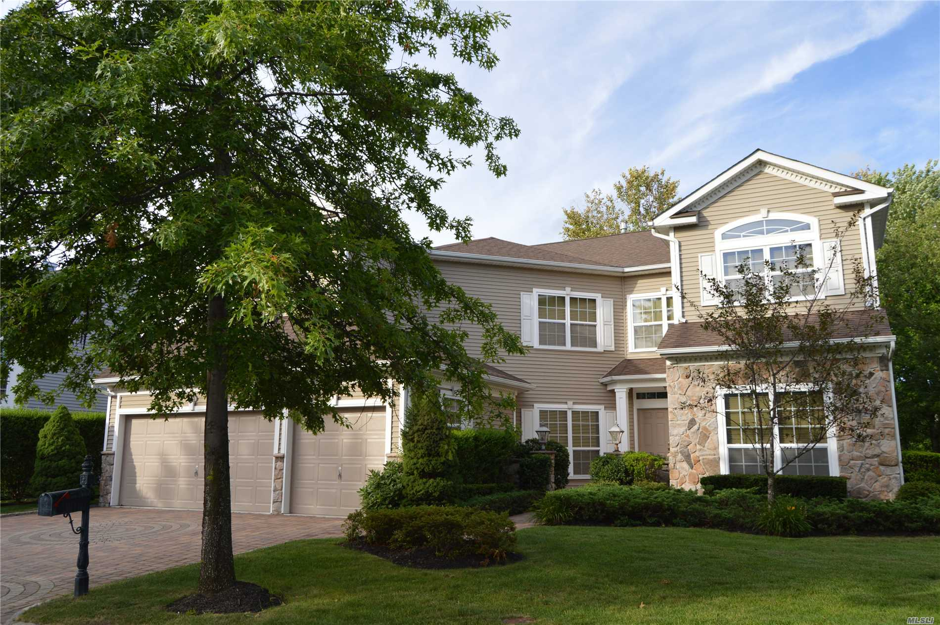 Property for sale at 52 Hamlet Dr, Mt. Sinai,  NY 11766