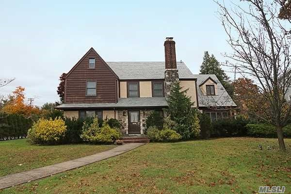 Photo of home for sale at 57 Nassau Blvd, Garden City NY