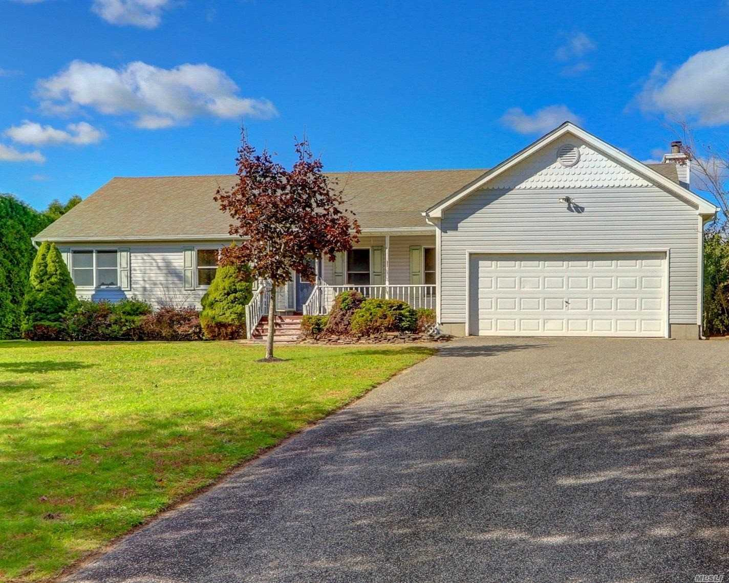 Photo of home for sale at 770 Harvest Ln, Mattituck NY