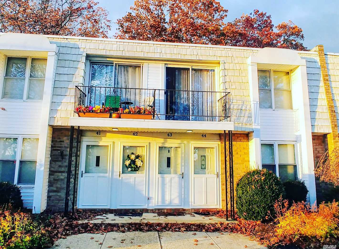 Photo of home for sale at 59 Rocky Pt Yaphank Rd, Rocky Point NY