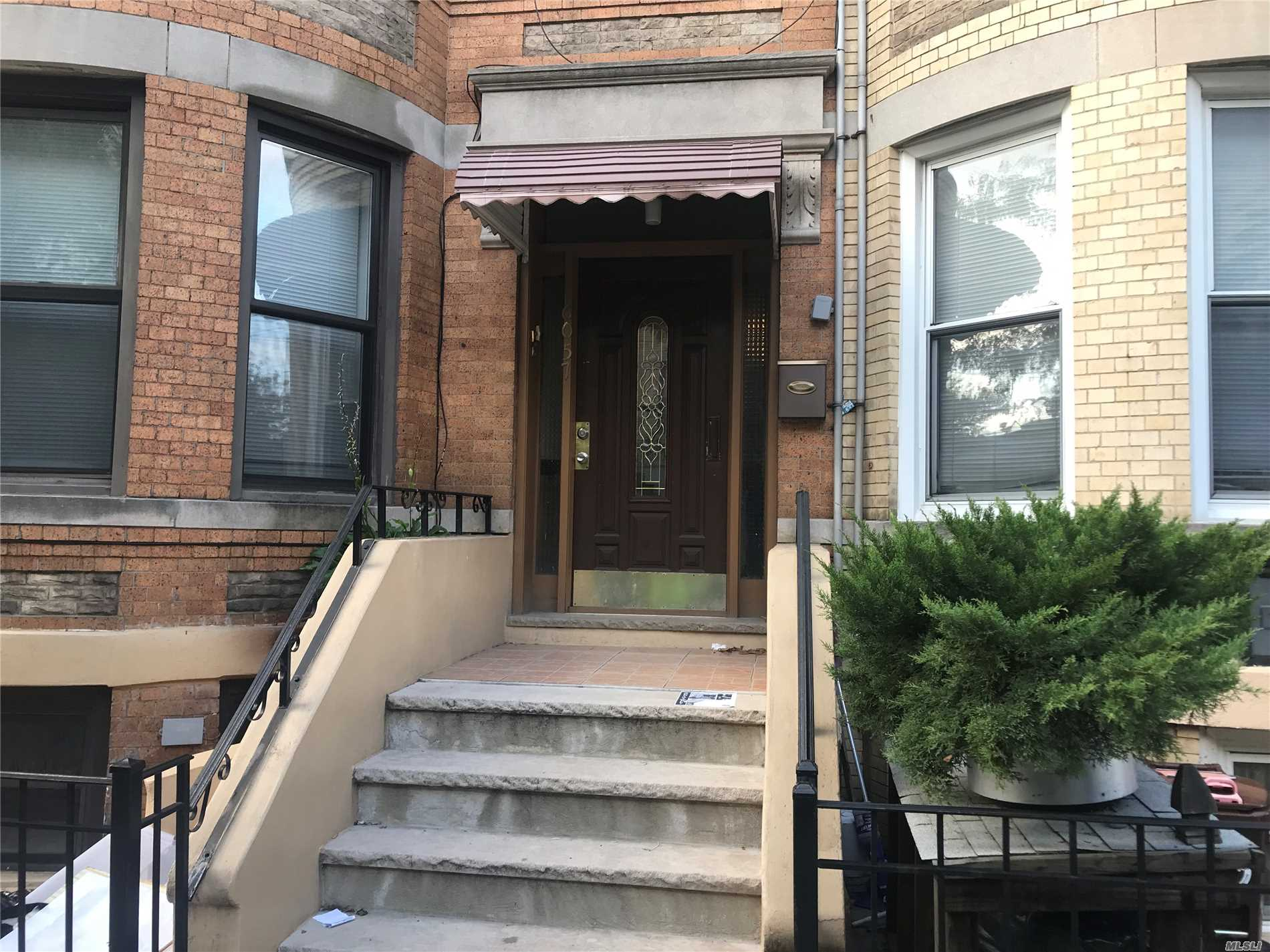 Photo of home for sale at 60-57 71 Ave, Ridgewood NY