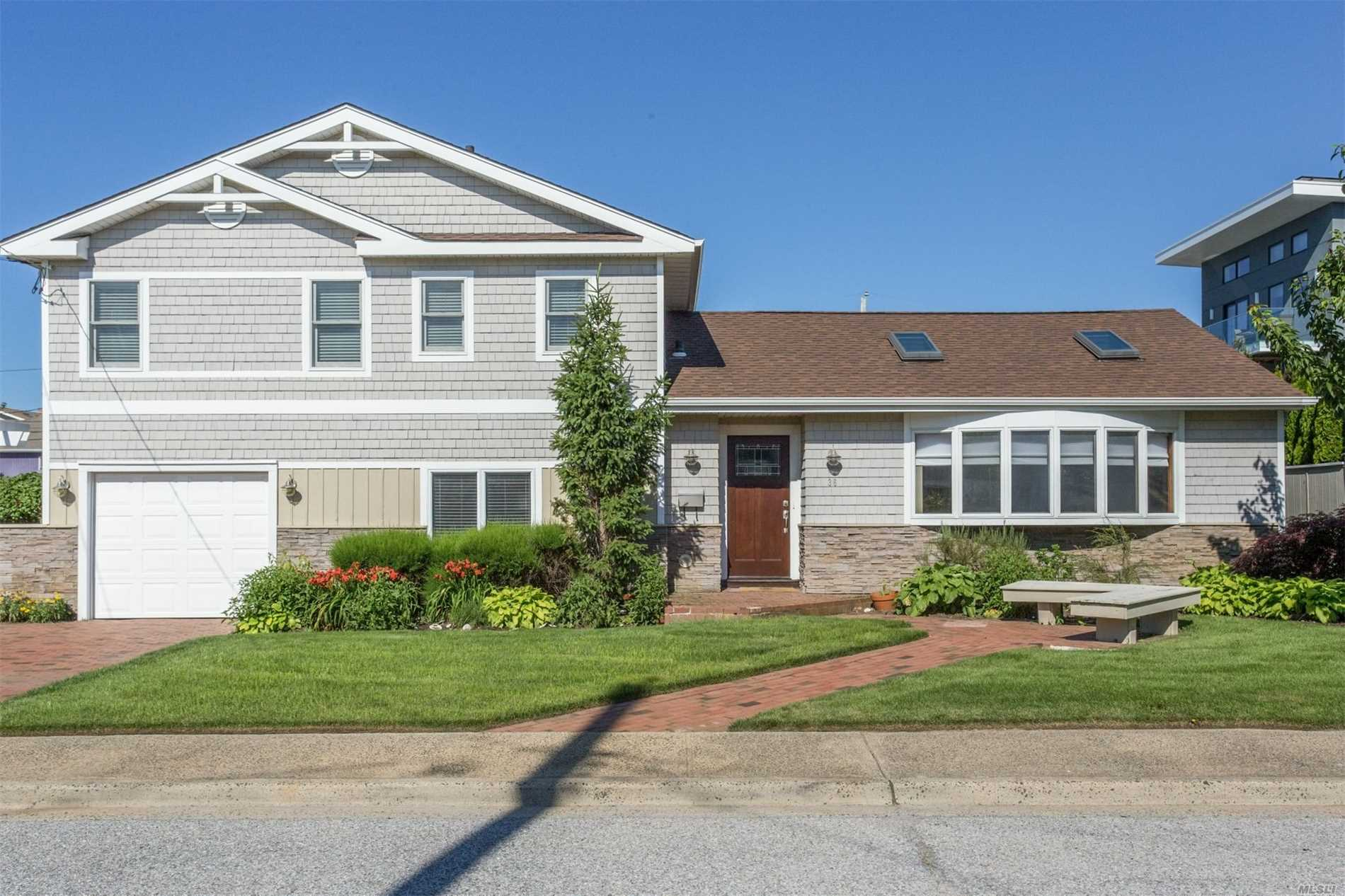 Photo of home for sale at 36 Leamington St, Lido Beach NY