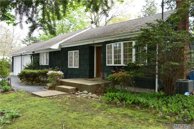 Photo of home for sale at 90 South St, Manorville NY