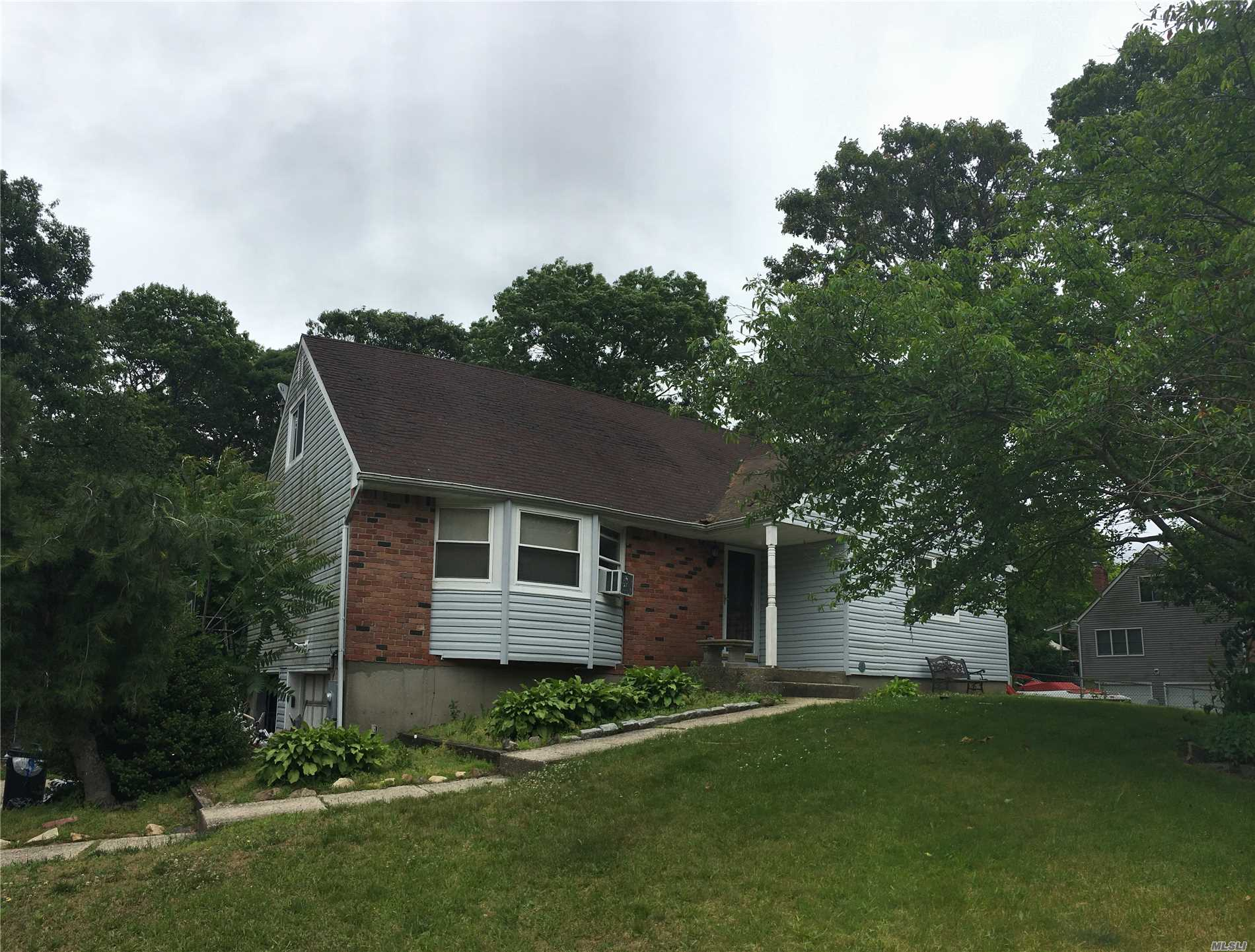 Photo of home for sale at 15 Sherry Ln, Selden NY