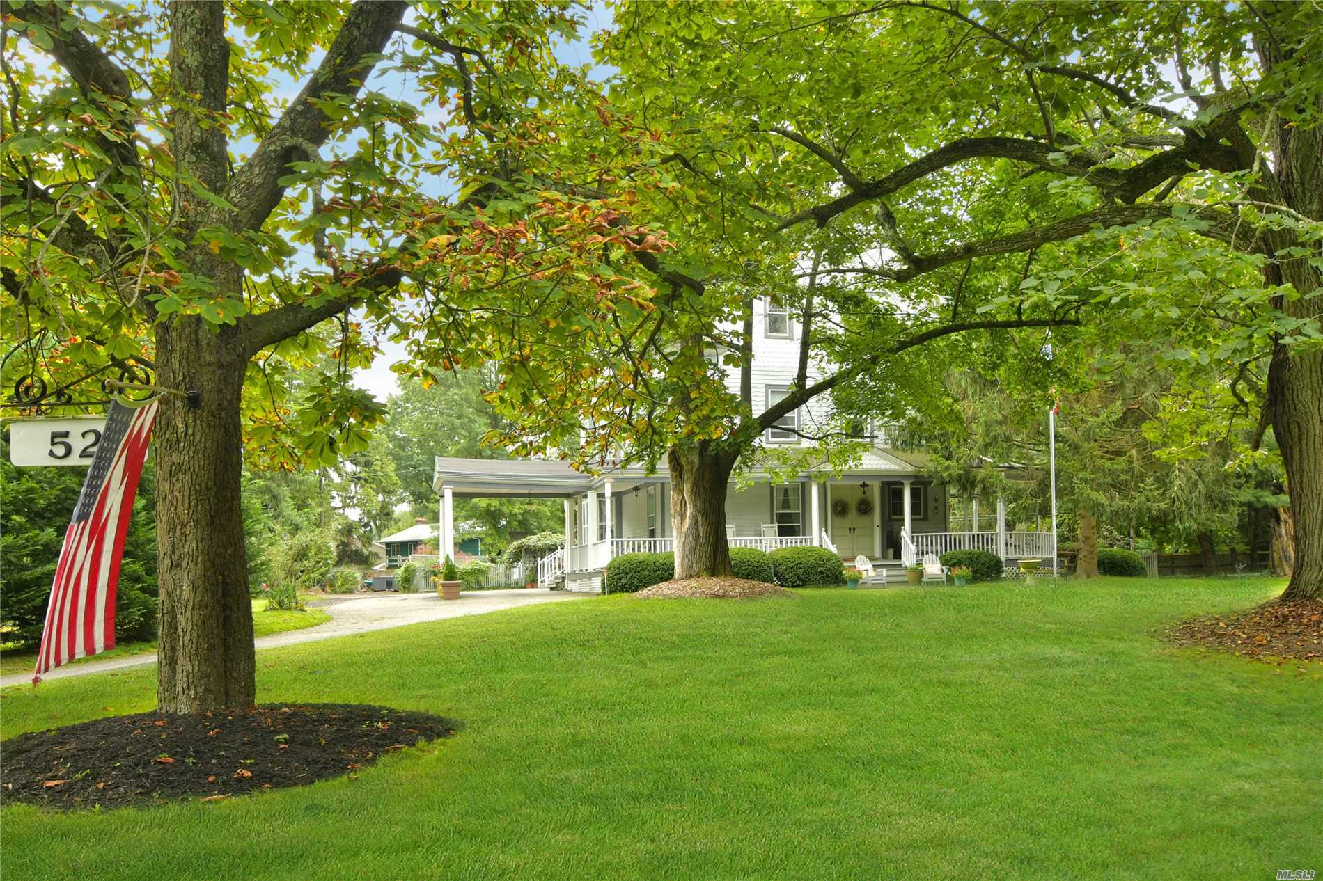 Photo of home for sale at 52 Duck Pond Rd, Glen Cove NY