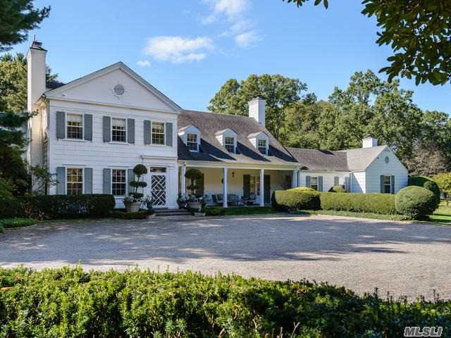 Photo of home for sale at 37 Piping Rock Rd, Locust Valley NY