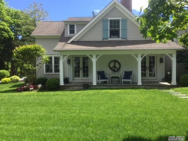 Photo of home for sale at 21 Woodbridge Lane, Westhampton Bch NY