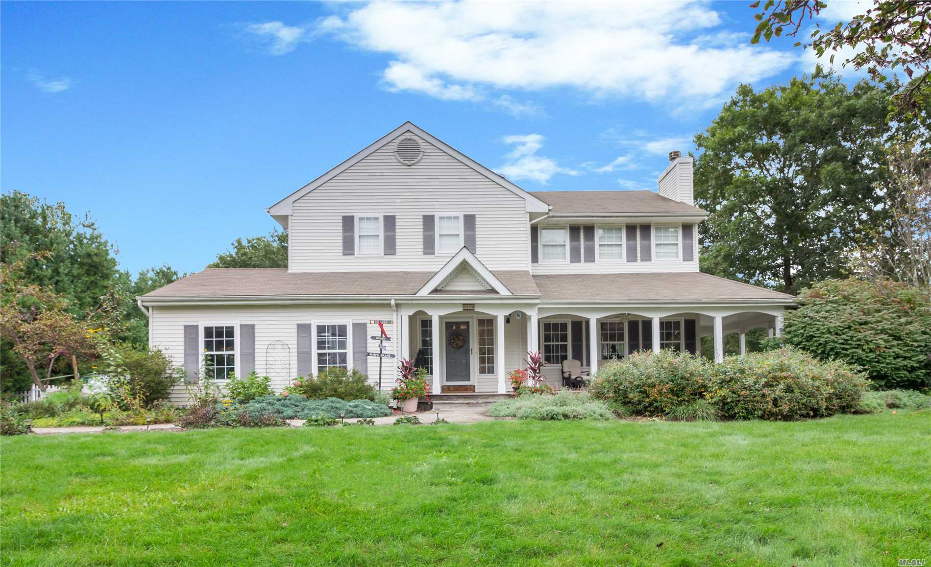 Photo of home for sale at 45 Fieldhouse Ave, East Setauket NY