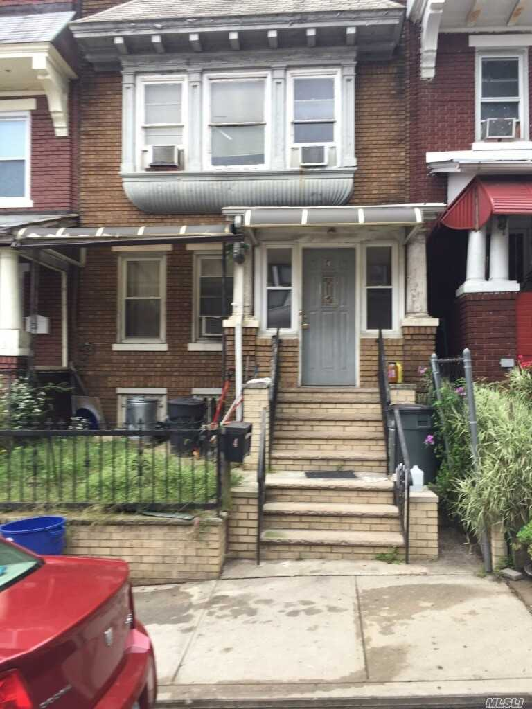 Photo of home for sale at 4 Van Siclen Ct, Brooklyn NY