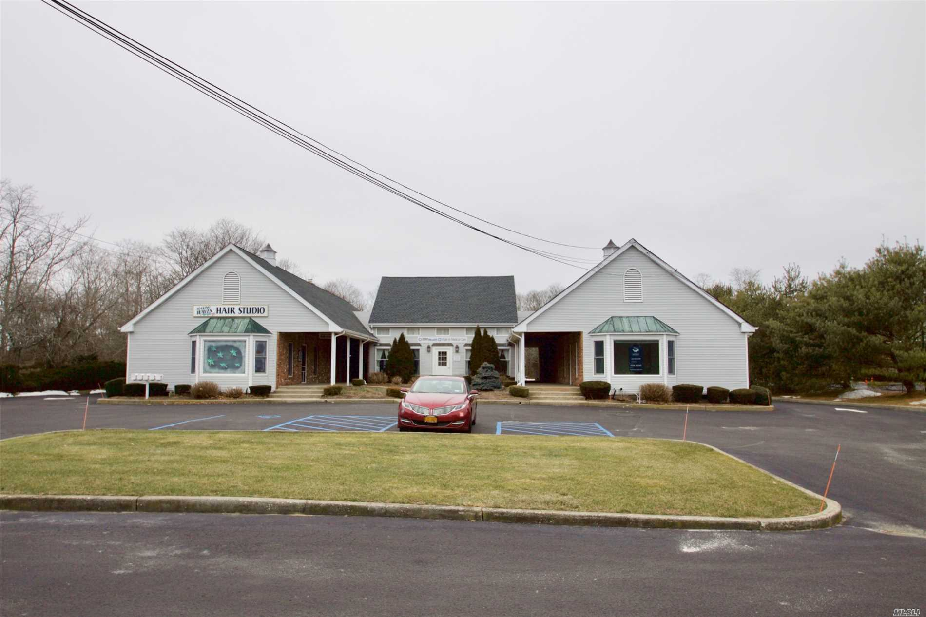 Photo of home for sale at 32645 Main Rd, Cutchogue NY