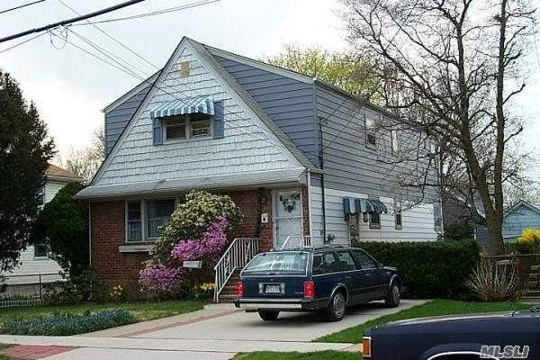 Photo of home for sale at 27 6 Ave, New Hyde Park NY