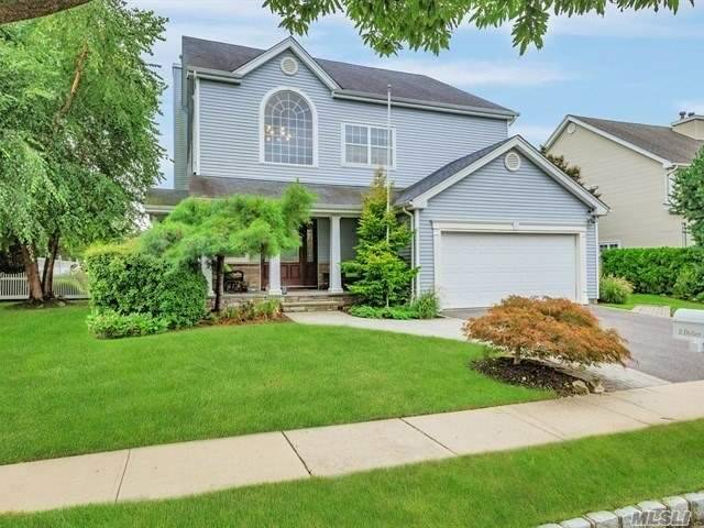 Photo of home for sale at 5 Dylan Pl, Melville NY