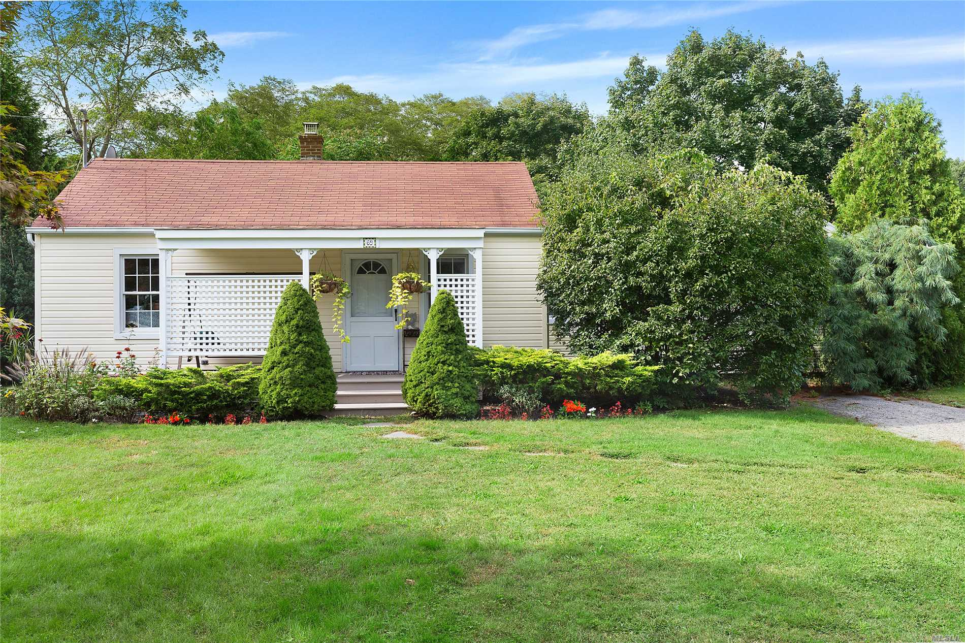 Photo of home for sale at 69 Phillips Ave, Remsenburg NY