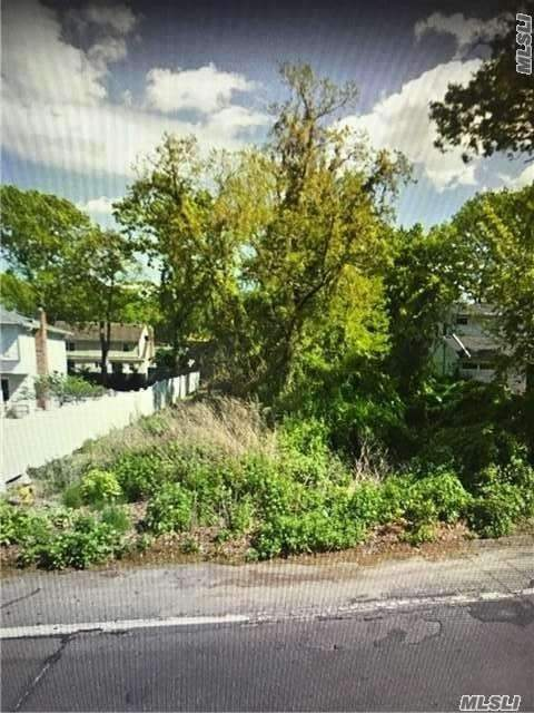 Photo of home for sale at Motor Parkway, Ronkonkoma NY