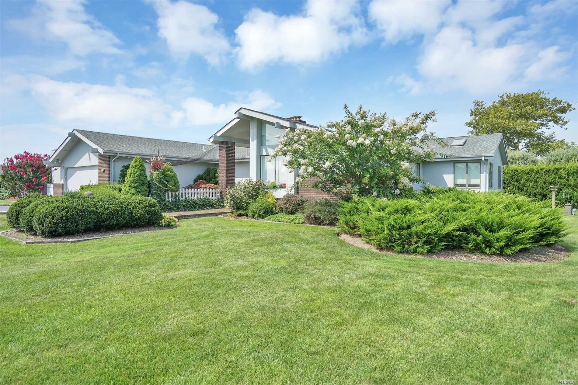 Photo of home for sale at 28 Oak Ln, Hampton Bays NY