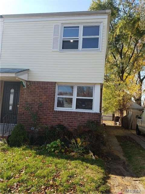 Photo of home for sale at 114-32 197 St, Hollis NY