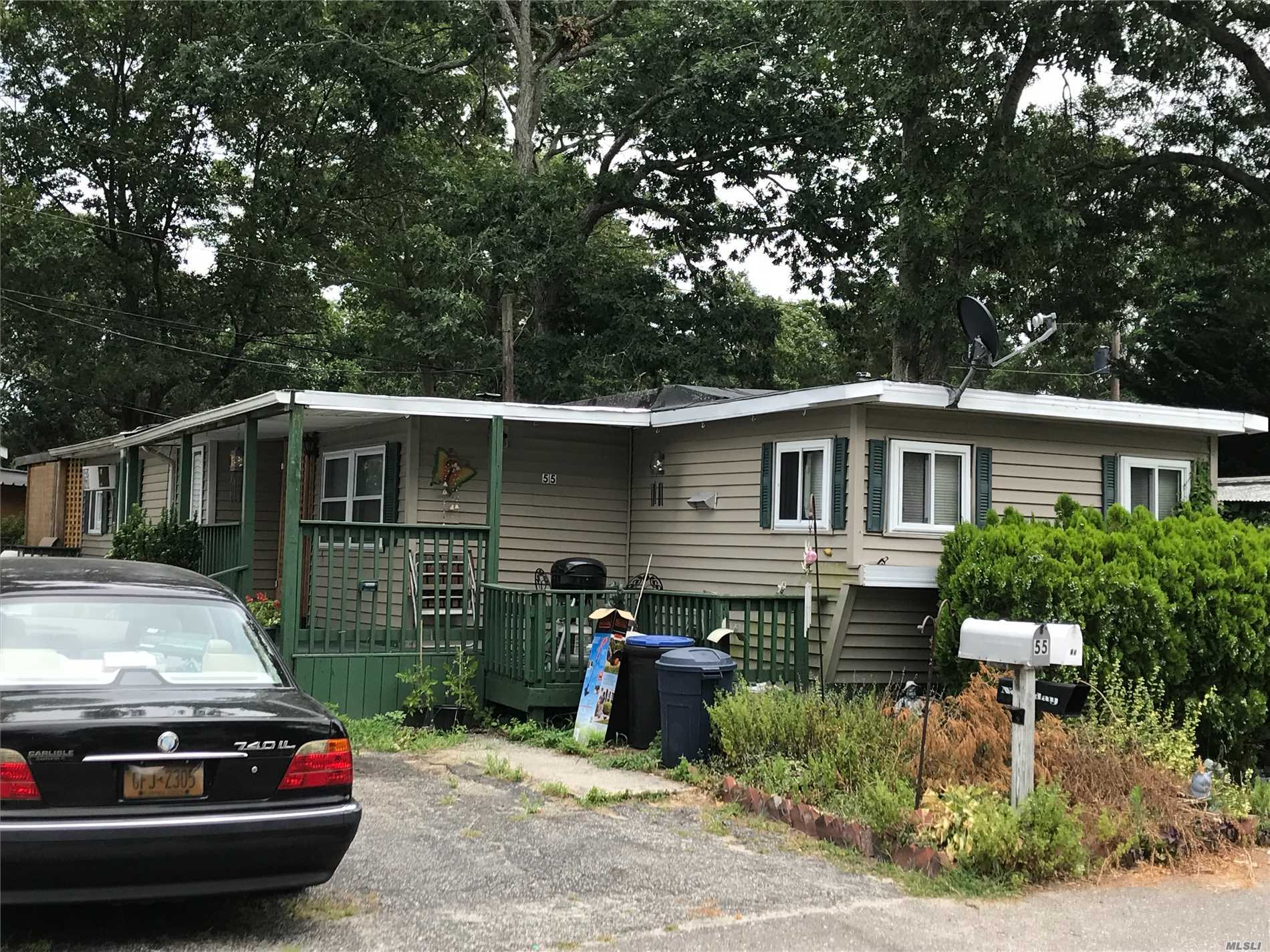 Photo of home for sale at 37-55 Hubbard Ave, Riverhead NY